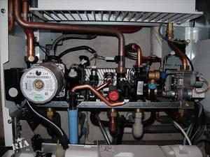 Газовая колонка делится принципиально на две части: электрическое управление и непосредственно подача и регулировка газа.