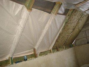 От качества утепления мансарды зависит комфорт проживания зимой в этом помещении.