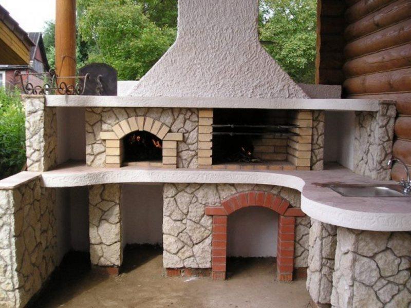 Кирпичное строение печи барбекю