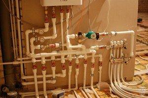 Разводка труб отопления в доме - система отопления автономная.