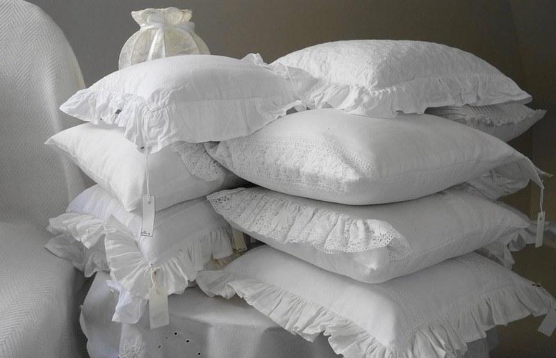 Как правильно стирать синтетические и перьевые подушки в стиральной машине