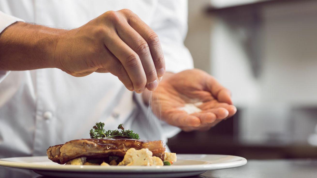 Как спасти пересоленное  блюдо и сделать его вкусным